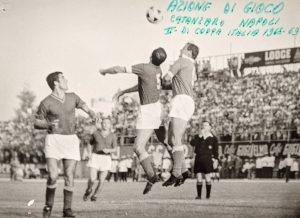 Azione della gara tra Catanzaro-Napoli partita di Coppa Italia 1968-1969
